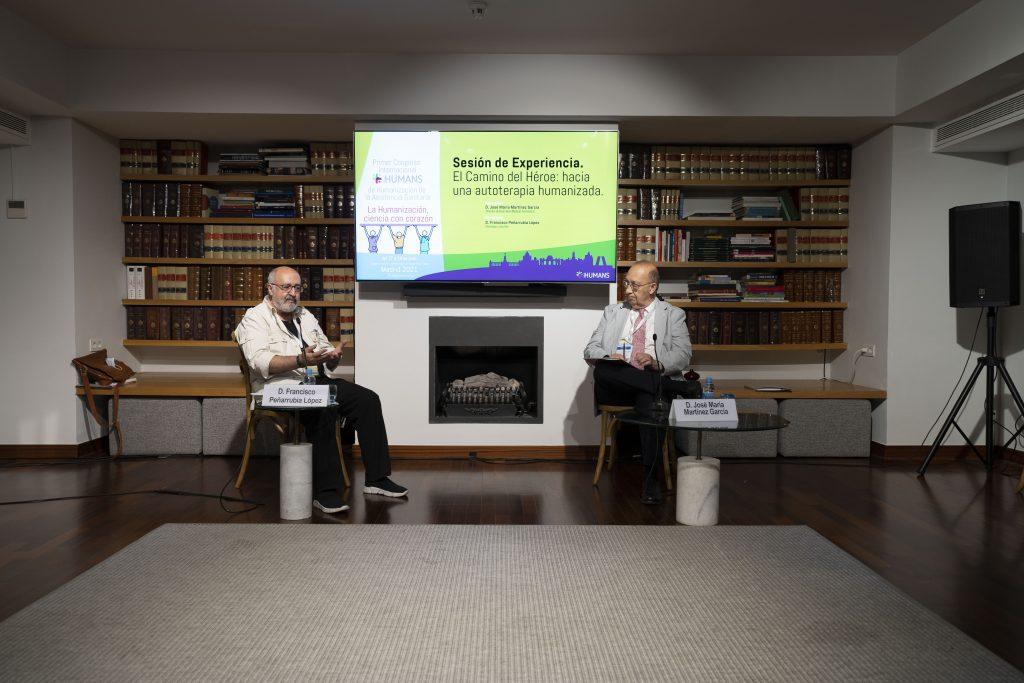 """Francisco Peñarrubia y José María Martínez durante la sesión """"El Camino del Héroe: hacia una autoterapia humanizada""""."""