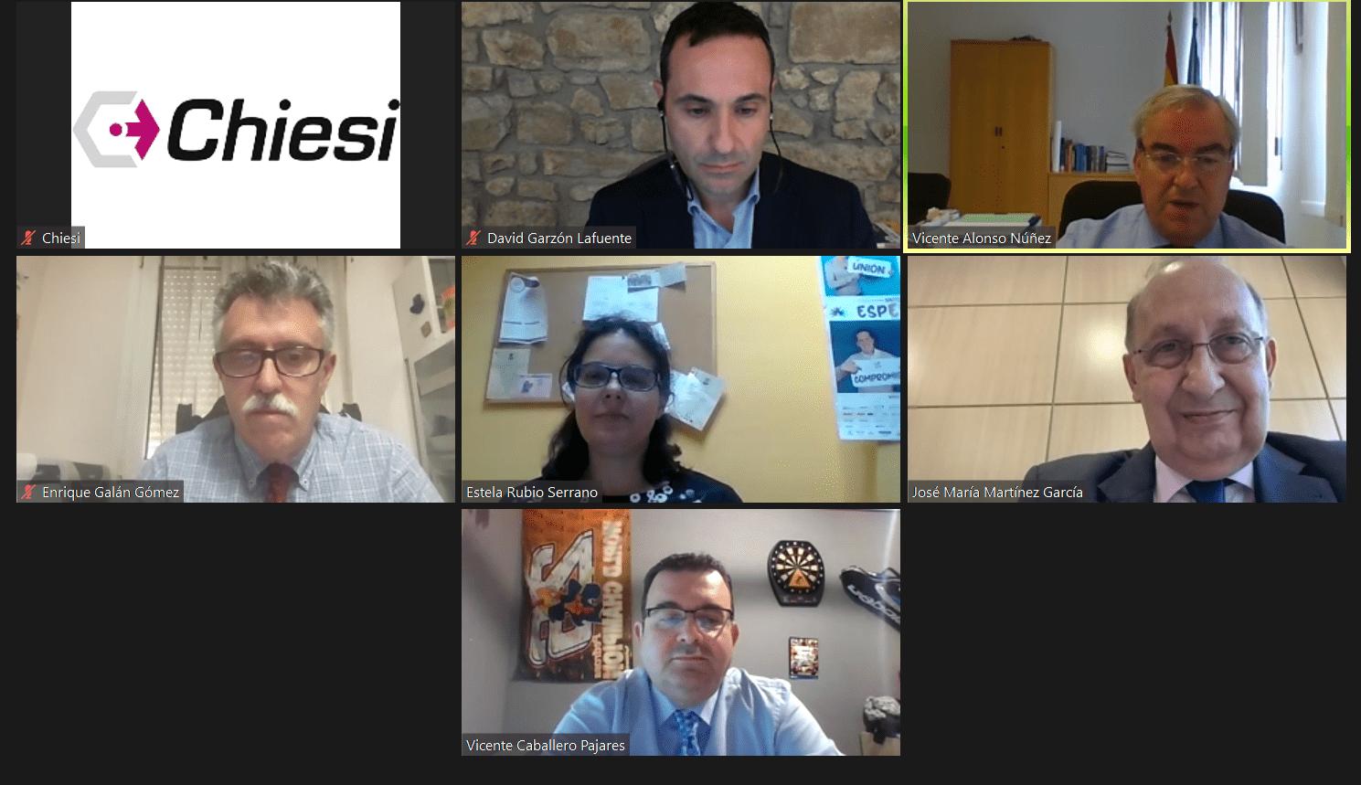Instantánea de los ponentes y moderador de la Mesa Redonda sobre enfermedades raras centrada en Extremadura.